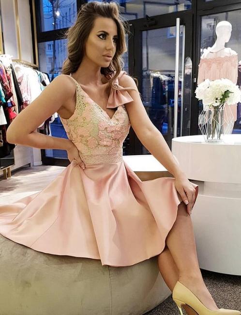 Fashion Bow Flattering A-line Elegant Lace V-Neck Sleeveless Short Prom Homecoming Dress