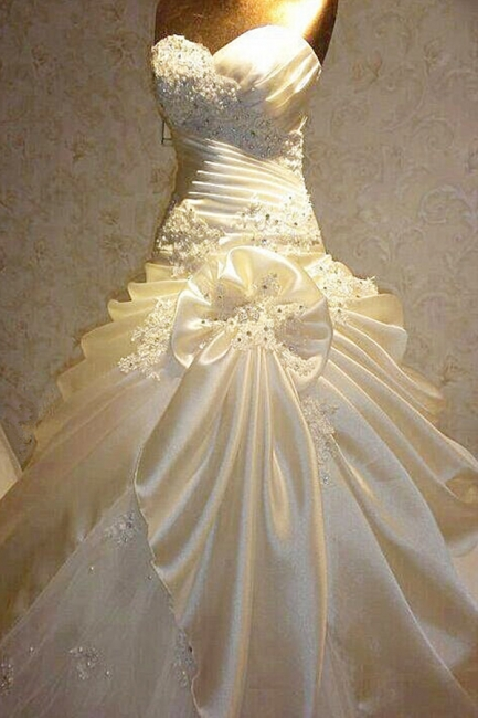 Beautiful Sweetheart Crystal Ruffles Long Wedding Dress with Beadings Latest Bowknot Ball Gown Bridal Gowns