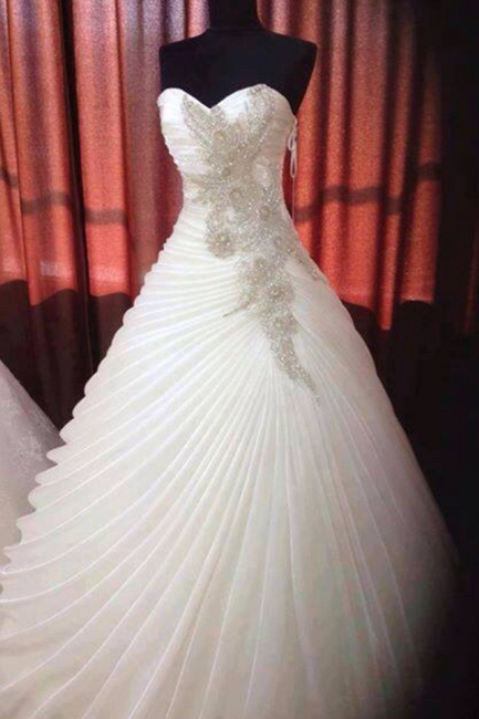Elegant Sweetheart Ruffles Satin Bridal Gowns Beading Ball Gown Wedding Dresses