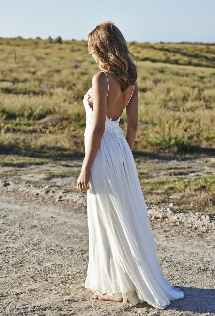 Spaghetti Straps Beach Wedding Dresses  V-neck Open Back Chiffon Bridal Gown BO7255