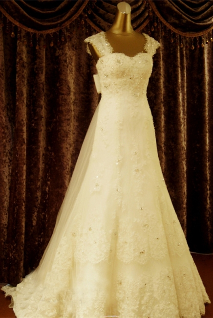 Elegant Crystal Lace Sweep Train Wedding Dress with Beadings Latest Tulle Bowknot Bridal Gown