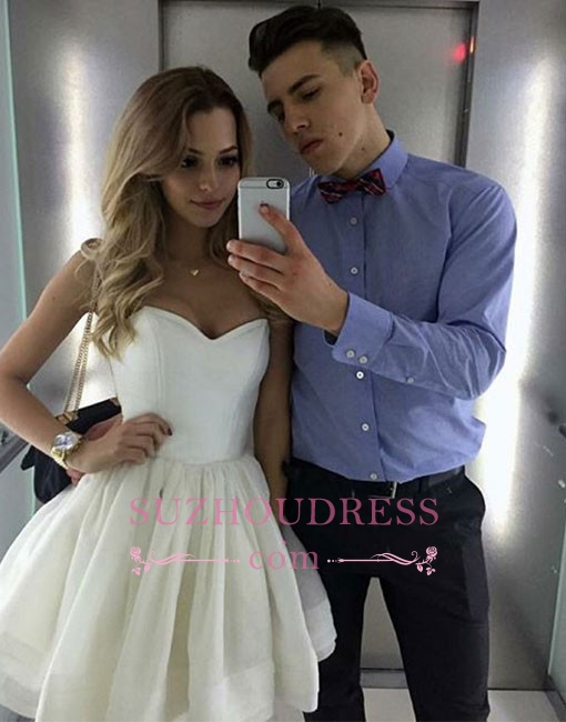 Cute White A-line Short Sweetheart-neck Homecoming Dress