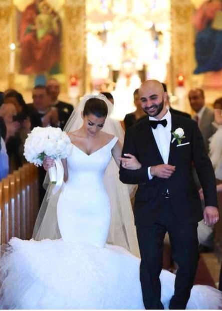 Gorgeous Mermaid V-Neck White Tulle Wedding Dress