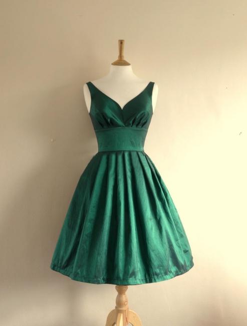 Cute Empire Taffeta Green Short Hoemcoming Dress V-Neck Spaghetti Strap Plus Size Cocktail Dresses