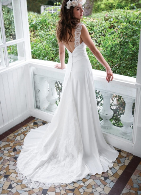 https://www.suzhoudress.co.uk/open-back-lace-summer-beach-wedding-dress-g19756?cate_2=12