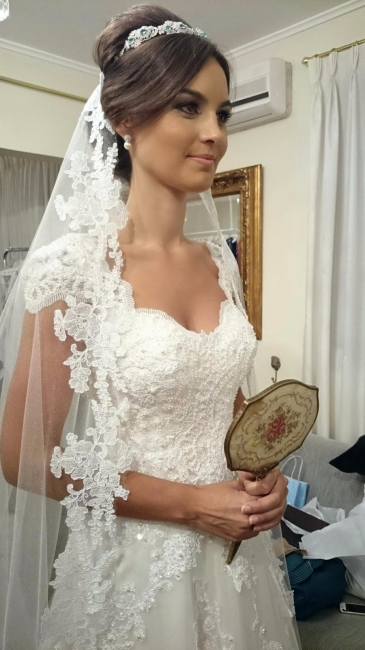 A-Line White Lace Long Wedding Dress with Beadings Elegant Applique Short Sleeve Zipper Bridal Gown