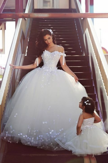 Elegant Off Shoulder White Ball Gown Wedding Dress Lace Tulle Custom Made Puffy Bridal Gowns
