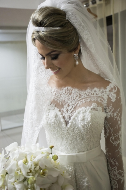 Scalloped-Edge Lace Elegant Wedding Dresses  Long Sleeve Court Train Bridal Gowns