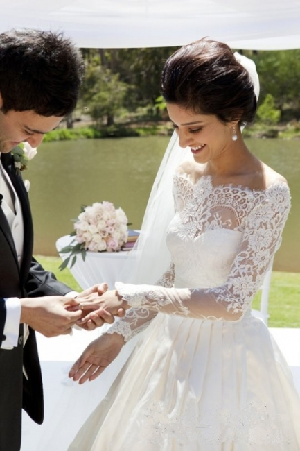 Vintage Long Sleeve Off Shoulder Wedding Dress New Arrival Custom Made White Lace Bridal Gowns
