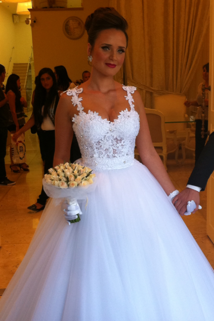 Straps Lace Top Puffy Tulle Wedding Dress  Ball Gown Sleeveless Bridal Gowns