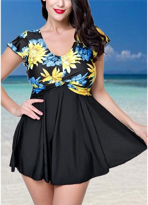 Plus Size Contrast Floral Print Underwire One Piece Swimsuit_1