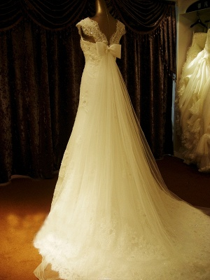 Elegant Crystal Lace Sweep Train Wedding Dress with Beadings Latest Tulle Bowknot Bridal Gown_4