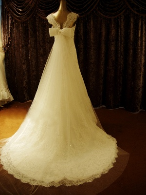Elegant Crystal Lace Sweep Train Wedding Dress with Beadings Latest Tulle Bowknot Bridal Gown_3