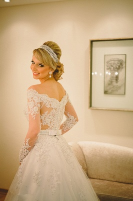 Long Sleeve Off-the-shoulder Wedding Dress  Lace Tulle Bridal Gowns with Pearls_5