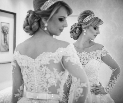 Long Sleeve Off-the-shoulder Wedding Dress  Lace Tulle Bridal Gowns with Pearls_4