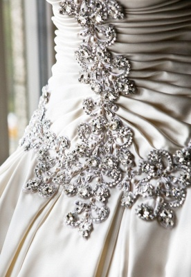 Sweetheart Ball Gown Plus Size Wedding Dresses Crystals Beads Chapel Train Princess Wedding Gowns BO9568_2