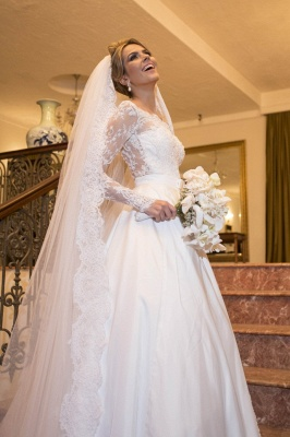 Scalloped-Edge Lace Elegant Wedding Dresses  Long Sleeve Court Train Bridal Gowns_2