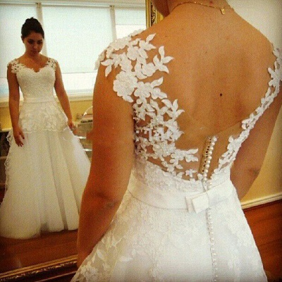 Modern Wedding Gowns V Neck Appliques Pearls Covered Button A Line Lace Bridal Dresses_3