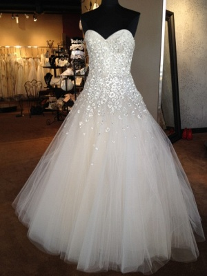 A-line Sweetheart Tulle Wedding Dresses with Flowers Appliques_1
