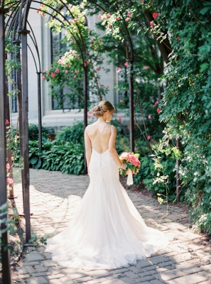 Sexy Mermaid V-Neck Tulle Bridal Dress with Beadings Backless Sweep Train Wedding Gowns_3